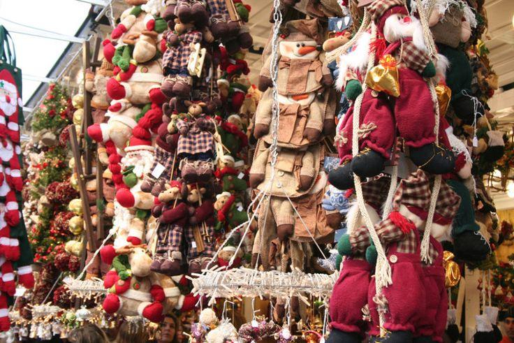 Mercatini di Natale a Roma, ecco gli appuntamenti imperdibili di questo 2015: tra stand di enogastronomia, artigianato nostrano ed estero, dolci e addobbi speciali per presepi ed alberi