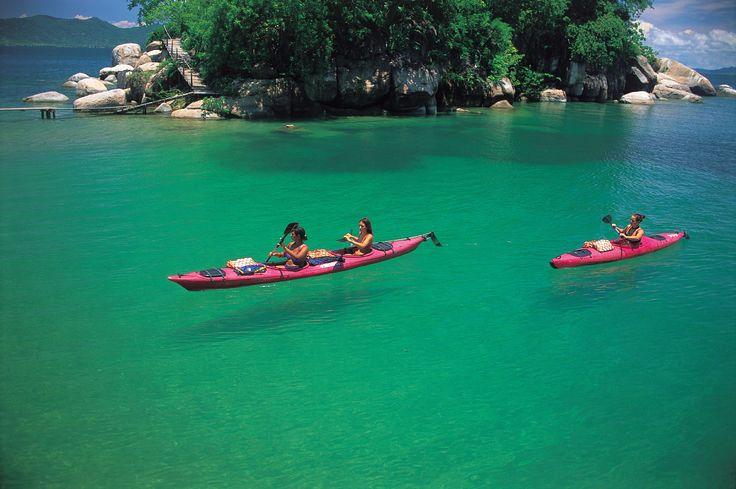 Canoë sur le gigantesque lac Malawi