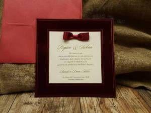 Bordo flok kaplamalı, kurdeleli lüks düğün davetiyesi modeli.