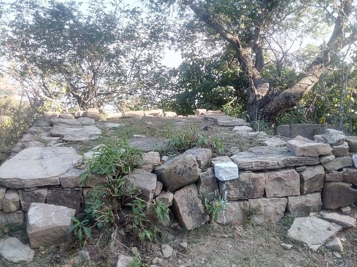 The place where reportedly Ranjha got his earlobes pierced. 'Heeray ni Ranjha jogi hogaya!