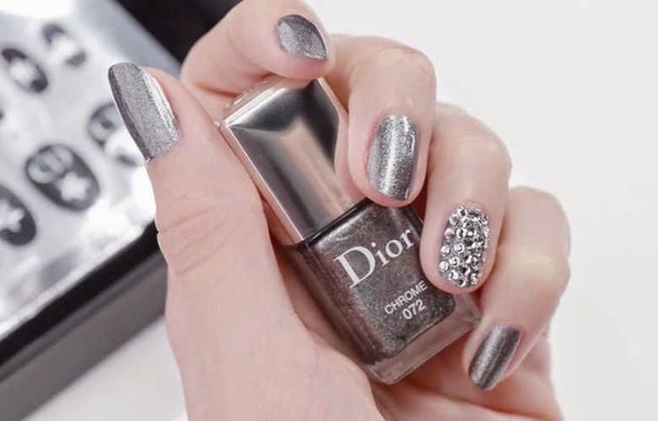 Manicura de fiesta de Dior