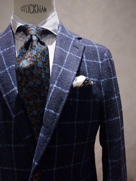NEW ORIGINAL FABRIC   SILK RING PEACH/ Navy   On Model – 245 Jacket               提案カラーとなるグリーンだけではなく、      勿論ありますネイビー。            Jacket      MODEL:245      PRICE: ¥110,000+tax      SIZE: 42,44,46,48,50,52      COMPOSITION: 63% wool, 19% ...