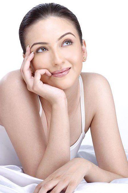 Bhabi Ji Ghar Par Hai actress Saumya Tandon Sexy Hot Pics