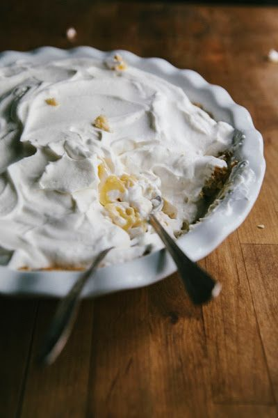 Hummingbird High: Passionfruit Cream Pie - Now I know what to do with all those passion fruits around here.