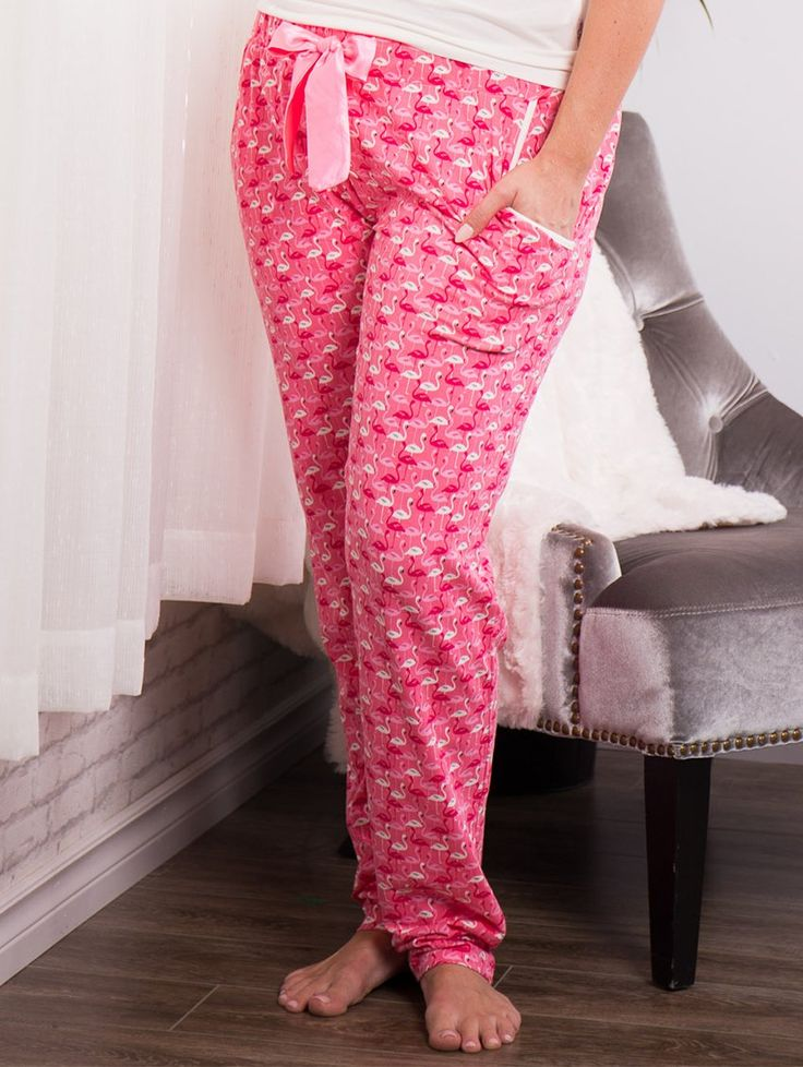 This print is so adorable! Who wouldn't want these cheerful pajama bottoms with Flamingos? Super soft to the touch and comfortable to wear thanks to it's stretchy waist, finished with a cute self tie bow! Available in sizes Small-XXL.