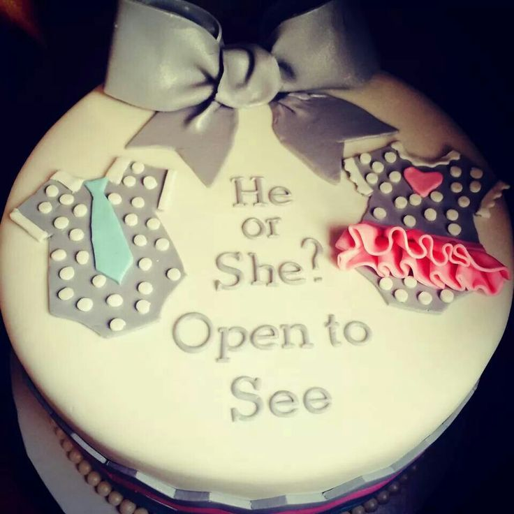 Karla Suarez gender reveal cake idea.