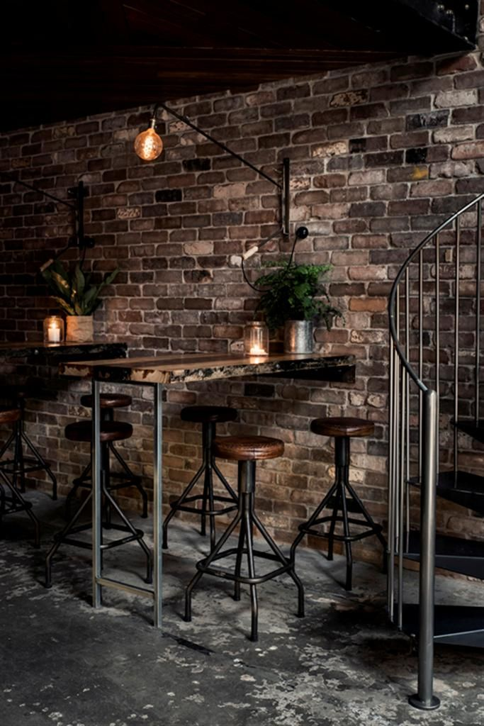 Mesas altas a pared. Donny's Bar by Luchetti Krelle - www.homeworlddesign.com (9)