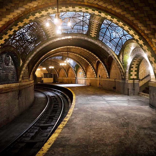 City Hall Subway Station, NYC: Cities Hall, Brooklyn Bridge, Hall Subway, Training Stations, New York Cities, Nyc Subway, Subway Stations, Abandoned Plac, Newyork