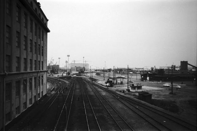 The railway leading up to the harbour.
