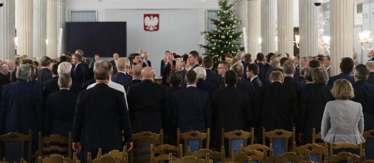 Koniec esbeckich przywilejów.! Mimo protestow ulicznych i wysilkow opzycji Sejm uchwalił ustawę dezubekizacyjną.__