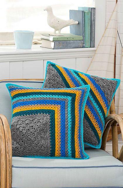Ravelry: Striped Pillow Duo pattern by Katherine Eng Achei linda e bem diferente!