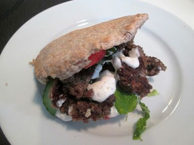 En verden af smag!: Pita med Kebab og Yoghurtdressing