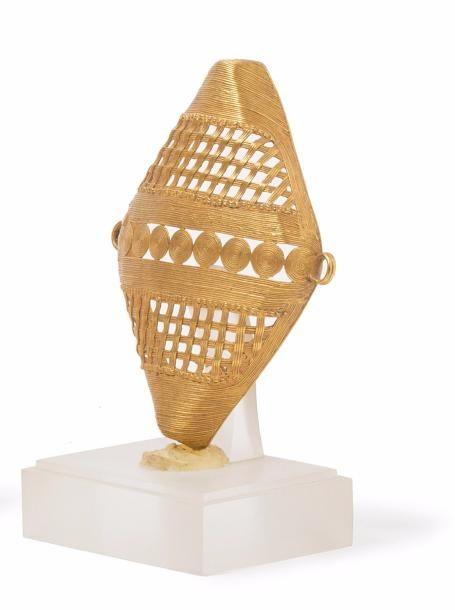 Elément de collier cérémoniel.  Or fétiche, fonte à la cire perdue.  Akan, République de Côte d'Ivoire ou Ghana.  8,5 x 7 cm // 715 Euro ~ sold June '17