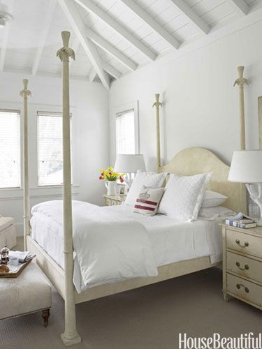 White bedroom. Design: Myra Hoefer. Photo: Francesco Lagnese. housebeautiful.com. #bedroom #white #four_post_bed #ottoman