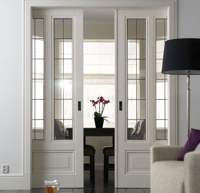 Met mooie kamer en suite deuren kun je twee ruimtes op een stijlvolle manier van elkaar afsluiten. Als je ze open zet, ontstaat een ruimtelijke doorkijk.