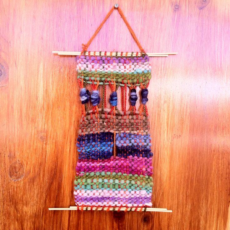 Telar decorativo - Nudillos- 100% lana de Chiloe y La Ligua, madera de Quilpue.