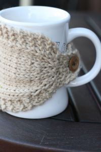 homebody buttoned mug cozy knitting pattern (plain and cabled)