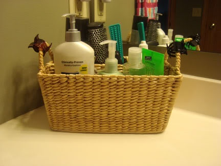 use a picnic utensil basket for organizing your bathroom counter, great idea.