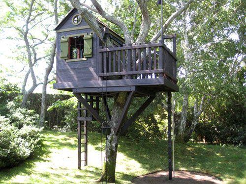 Boomhut bouwen | Build a treehouse #DIY #treehouse #kids source: Barbara Butler