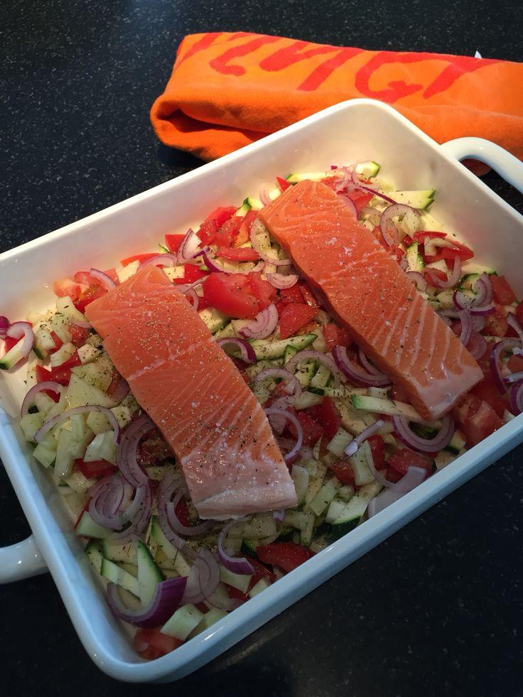 Ovenschotel met courgette, venkel, rode ui en zalm.