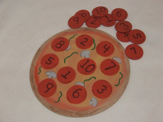 a cute pizza number matching game for kids, a chocolate chip cookie version would also be sweet!
