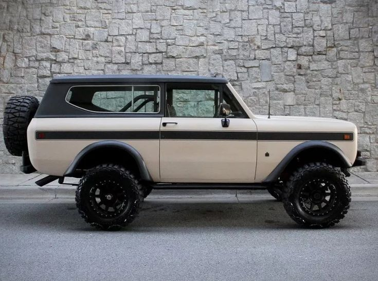 1978 International Scout II with a 345 cubic inch V8 engine mated to a TorqueFlite 727 automatic transmission, power steering and power disc brakes
