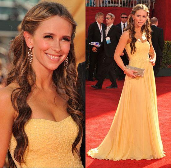 Love the color, a bit young though - Jennifer Love Hewitt on the Emmy Awards Red Carpet