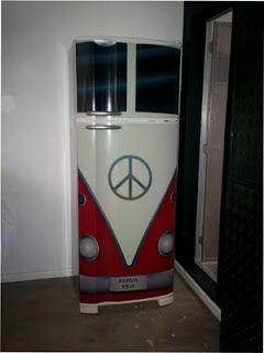 Would love to do this to the garage fridfe.  Geladeiras com Cores Diferente | Design das Cores