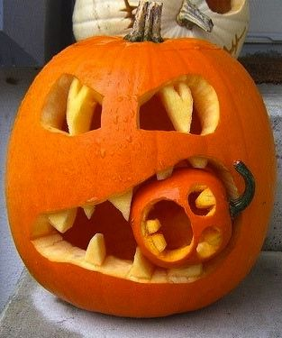 Kürbis-Schnitzerei zum Gruseln #Halloween Deko