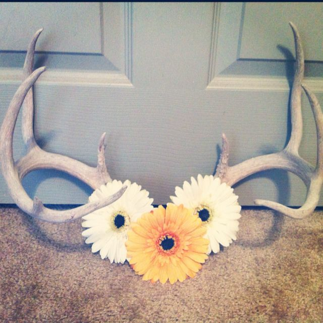 Girly deer antlers. My daddy's prob gonna be mad that I put flowers on his antlers!