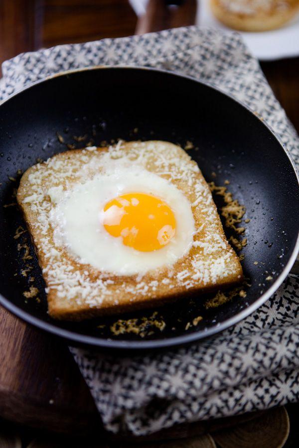 Es gab mal eine Zeit, da fand ich Frühstück ziemlich doof und habe sogar hier auf dem Blog darüber geschrieben. Und ich sag euch was: Hektisch oder früh morgens zu frühstücken ist immer noch nicht so ganz mein Ding. Wenn ich Zeit habe, sieht das ganze inzwischen aber vollkommen anders aus. Ich liebe ein gutes, ausgiebiges und vor allem abwechlsungsreiches Frühstück! Overnight Oats, French To ...
