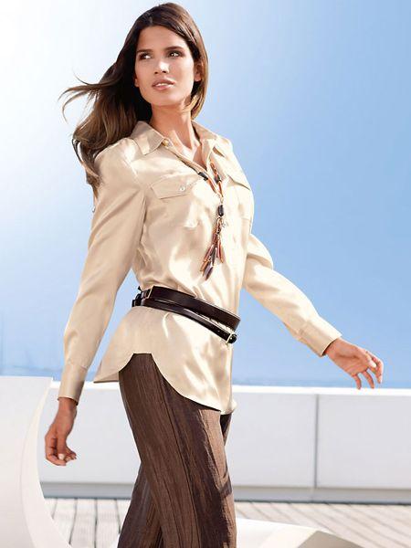 кремовая блузка с поясом и коричневые брюки / blouse with belt and brown trousers