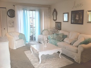 Shabby Chic ~ living room <3 coffee table