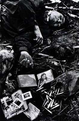 Don McCullin, Fallen soldado Norte Nietnamese, 1968