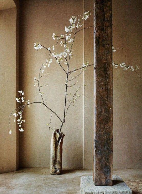 La estética wabi sabi es sobria y aústera pero se entrelaza con la belleza de lo imperfecto y la evidente marca del tiempo. Este estilo es una belleza para disfrutar!