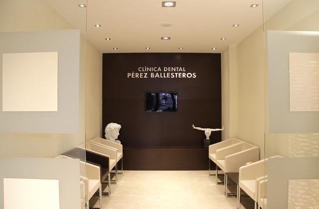 Sala de espera cl nica dental p rez ballesteros for Clinica dental el escorial