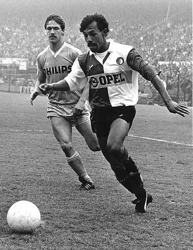 Simon Tahamata, Maluku's best football player ever, playing for Feyenoord, the best club ever!