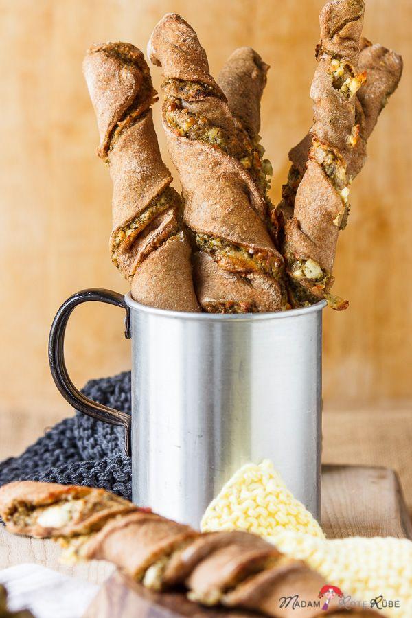 Die Vollkorn-Brotstange hat es voll drauf, sättigt angenehm und der Oliven-Brotaufstrich ist gleich dabei und bringt mediterranen Pepp auf den Tisch.