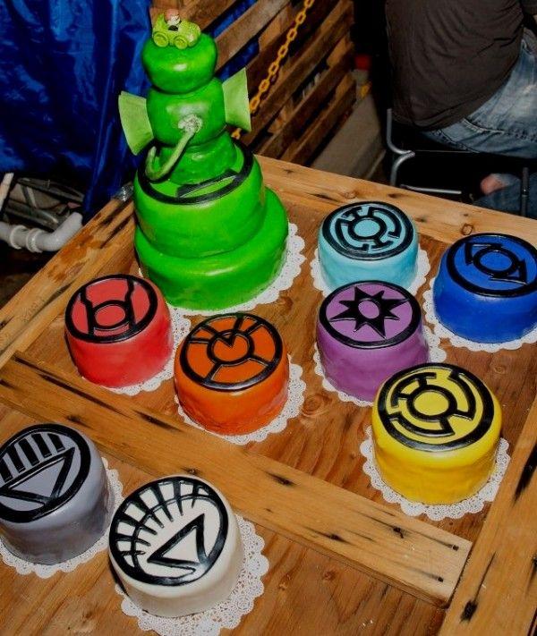 A Green Lantern cake with a full set of mini lantern cakes