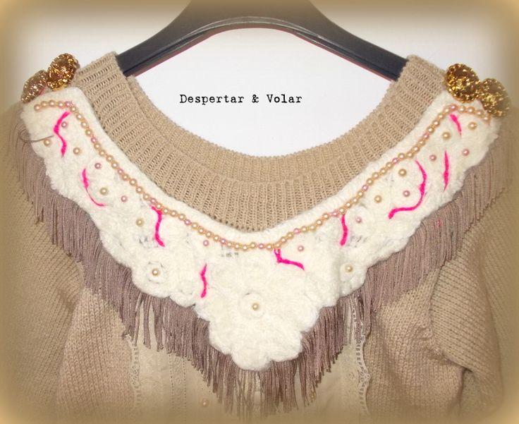 cuello con bordados en hilo, perlas, flecos y botones