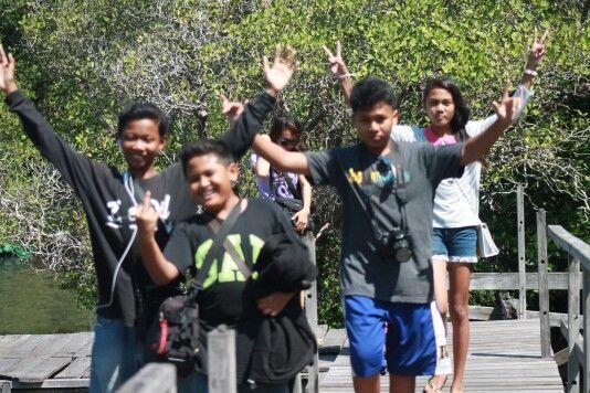 Angkat tangan semua