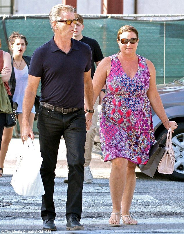 Pierce Brosnan and wife of 14 years Keely Smith go hand-in-hand on ...