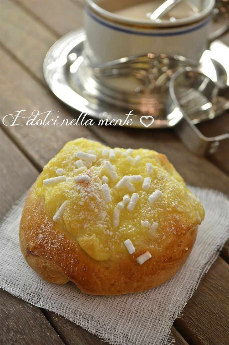 VENEZIANE ALLA CREMA is very soft brioche, covered with pastry cream and sugar