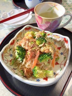 「白菜漬け物入り。鯖缶とブロッコリーの★素麺サラダ」白菜の漬け物を、粗めのみじん切りにして入れたので、食感が楽しいです。白菜漬け物の塩分があるので、マヨネーズは少なめに。鯖缶の汁を味付けに加えました。【楽天レシピ】