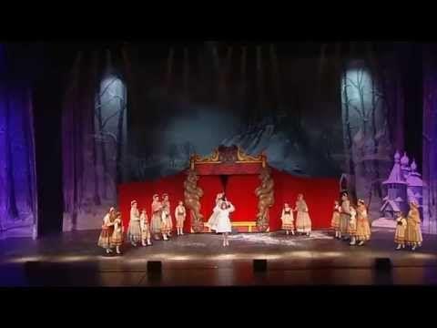 FULL PERFORMANCE-Chantal Goya dans l'étrange histoire du Château Hanté (spectacle officiel) - YouTube