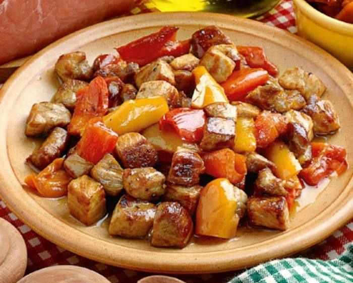 MAIALE AI PEPERONI è un piatto tipico Marchigiano.