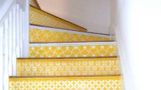 Scalinate decorate con stencil in stile marocchino
