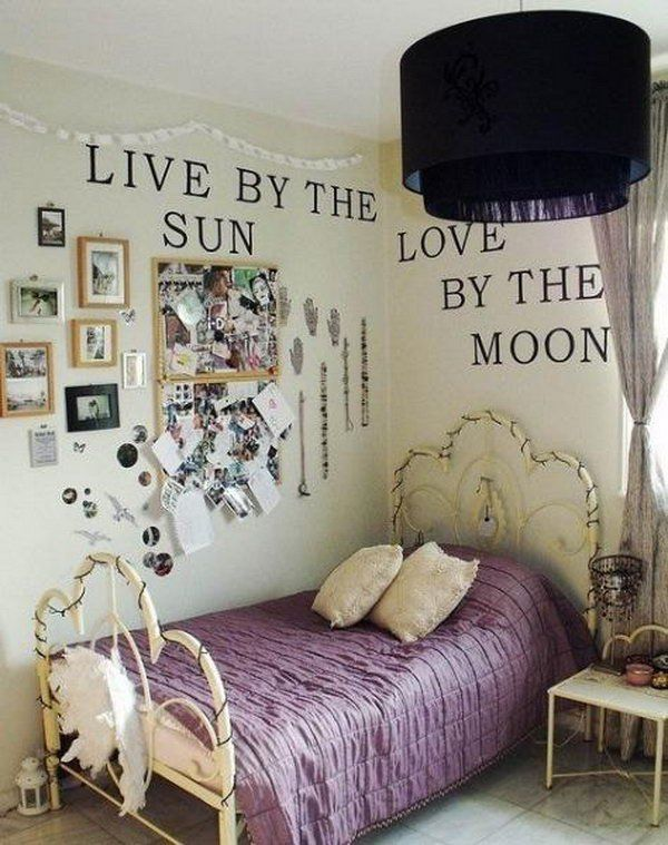 Vintage Room Decor: This is a good example of how plus a little pop to a small bedroom. Loving the gorgeous pendant light and the purple bedspread.