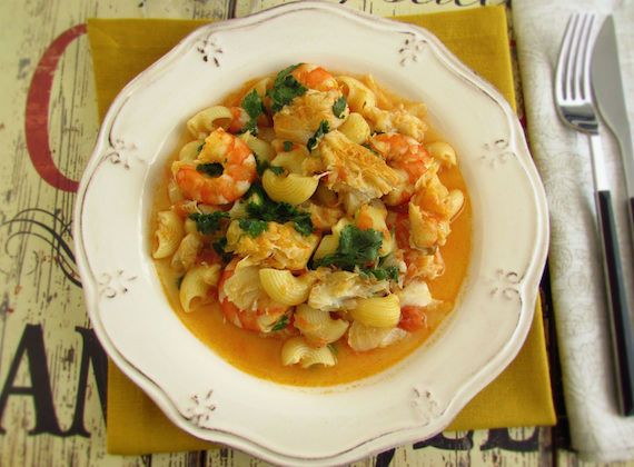 Pasta with cod and shrimp | Food From Portugal. Cod broken into chunks confectioned in a sautéed of olive oil, garlics, onion, pepper and tomato, wrapped in pasta and shrimp, sprinkled with chopped coriander. http://www.foodfromportugal.com/recipe/pasta-cod-shrimp/