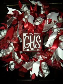 Just in time forback to school & football, these ribbon wreaths show your team spirit!   I can make any colors you need and and the han...